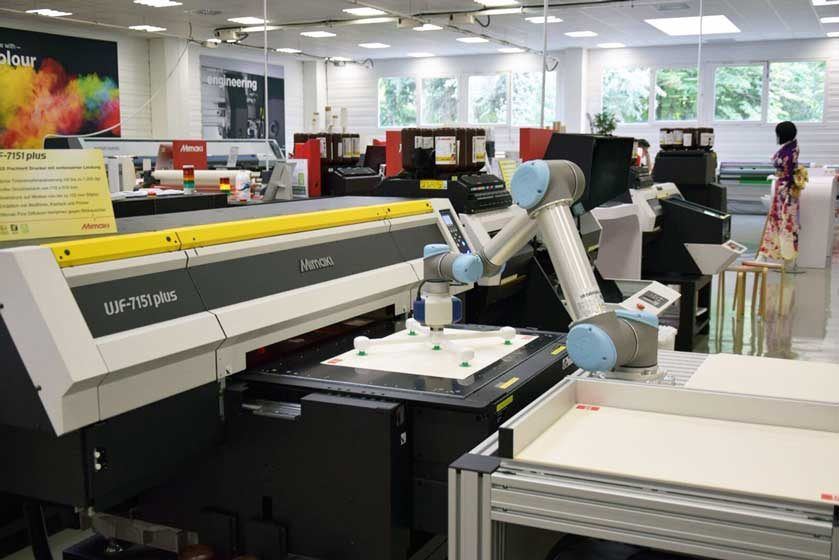 Mimaki-UJF-7151-plus_UR-Robot